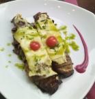 canelón de berenjena ternera con bechamel de albahaca y queso gouda